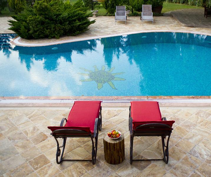 piscina en el jardín
